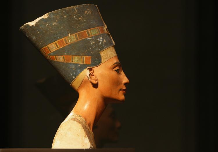 Nefertiti Lift